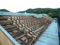 Ossature en bois exotique pour recevoir les assises des sièges